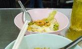 ราชาก๋วยเตี๋ยวคั่วไก่ (เพ้ง) ร้านริมทางแสนอร่อย
