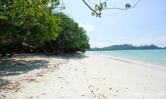 """""""เกาะพยาม"""" ไม่ต้องพยายามก็มาได้ เกาะเล็ก ๆ ที่รอคุณอยู่"""