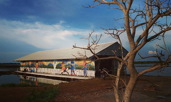แวะถ่ายภาพสีสันลายศิลป์ บนถนนสายเกลือบางแก้ว