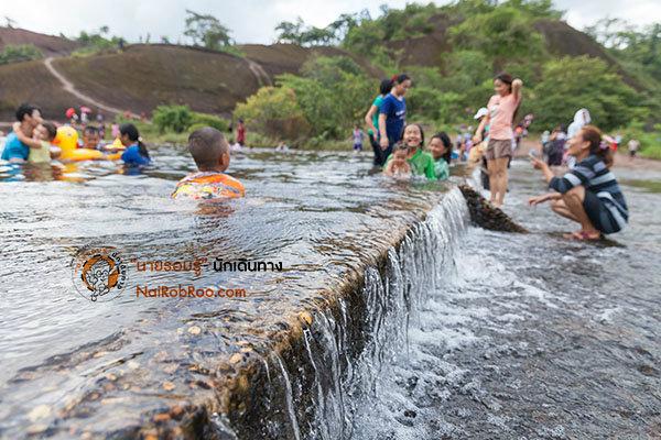น้ำตกถ้ำพระ : ล่องเรือ เล่นน้ำ เปิดรับความสุข