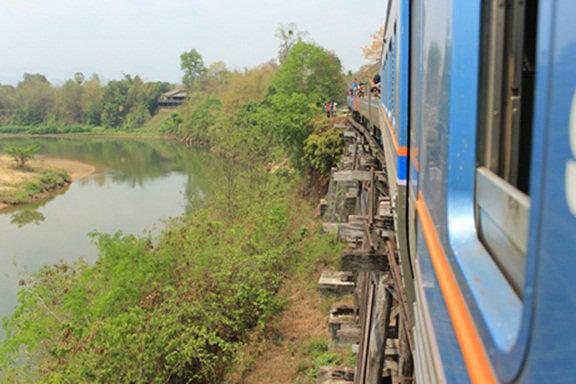 """""""วันเดย์ทริป""""  นั่งรถไฟเที่ยวกาญจนบุรี แวะน้ำตกไทรโยคน้อย"""