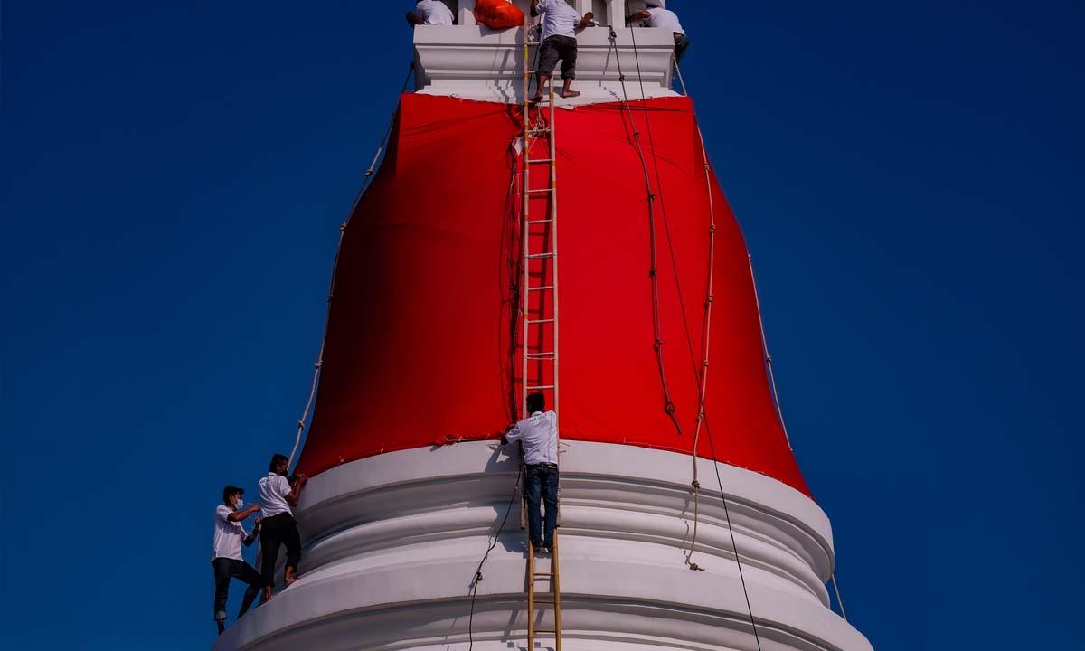 ภาพหาชมยาก! งานเปลี่ยนผ้าแดงห่มองค์พระสมุทรเจดีย์ จังหวัดสมุทรปราการ