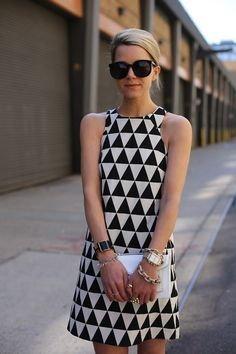 ชุดเดรสชลายสามเหลี่ยม