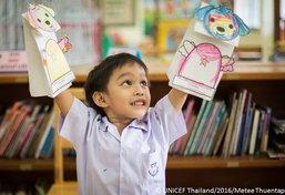 ยูนิเซฟแนะนำคุณพ่อคุณแม่เสริมพัฒนาการเด็กด้วยหุ่นมือจากถุงกระดาษ