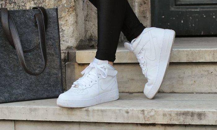 10 รองเท้าผ้าใบสุดฮิต!! ที่สาวๆ ควรมีไว้ในครอบครอง