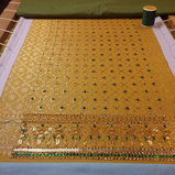 ผ้าสไบคุณอุบล ปักด้วยมือทั้งหมด ด้วยวัสดุ เลื่อมโลหะสีทอง ปีกแมลงทับ แล่งนมสาว ปัดแก้ว ไหมทอง