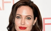 ปากสวยเอิ่บอิ่มแบบฉบับ Angelina Jolie