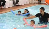 """""""BABY SWIMMING"""" บันทึกสถิติ ทารกว่ายน้ำครั้งแรกในประเทศไทย"""