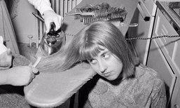 ภาพเก่า ผู้หญิงยุค 1960 ยืดผมให้ตรงกันอย่างไร !?
