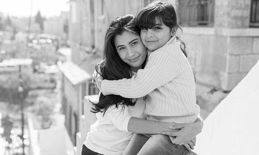 #วันผู้ลี้ภัยโลก นี่คือความรักไร้พรมแดนในแบบของ ปู ไปรยา และ คิด เบญจรงคกุล