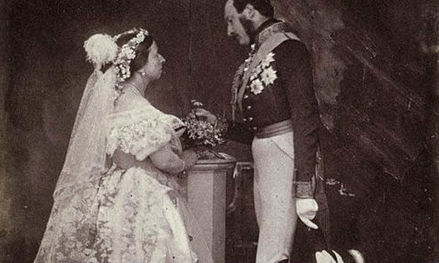 โฉมหน้าเจ้าสาวคนแรกในโลก ที่ใส่ชุดแต่งงานสีขาว
