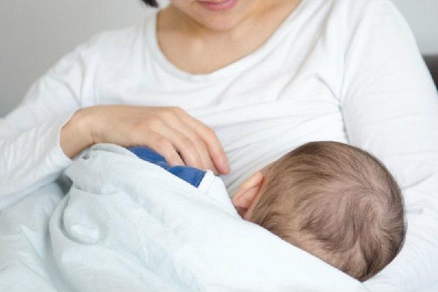 คุณแม่ต้องรู้! เทคนิคจัดการน้ำนมแม่ ให้ลูกน้อยอิ่มหนำสำราญ
