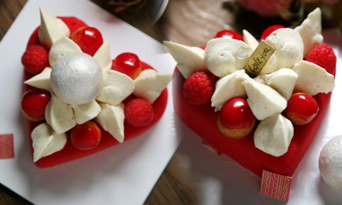 """เค้กวาเลนไทน์เค้กสุดน่ารัก ซ่อนคำหวานบอกรัก """"I Love You"""""""
