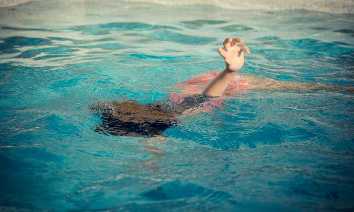 ประสบการณ์ลูกจมน้ำ วิธีปฐมพยาบาลเด็กจมน้ำ แบบไหนที่ห้ามทำเด็ดขาด