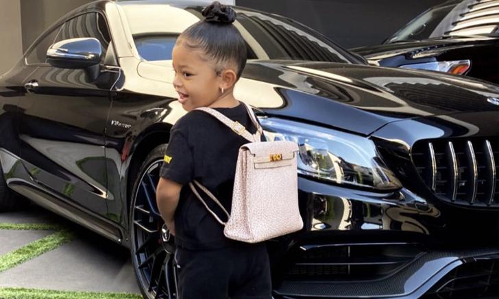 Stormi Webster ลูกสาว Kylie Jenner ไปโรงเรียนวันแรก พร้อมกระเป๋ากว่า 3 แสนบาท
