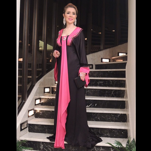 มูนา อัลล์ ซารูนี่ณ์ เศรษฐีนีดูไบ กับเสื้อผ้าหรูๆ วันละแสน up+!