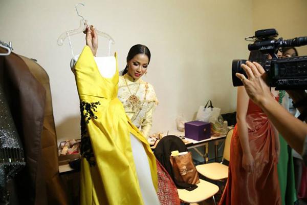 เปิดตัว ชุดประจำชาติไทยของ เมญ่า ที่จะอวดโฉมบนเวที มิสเวิลด์ 2014