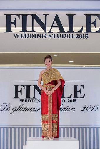 แฟชั่นโชว์ชุดแต่งงาน เลอค่าสุดอลังการ แบรนด์ฟินาล่